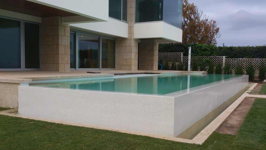 Vista diagonal piscina infiniti